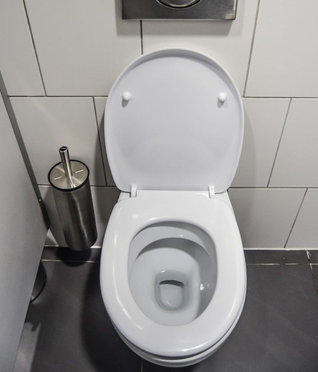 ¿Te pondrías el inodoro en la oreja? Haces algo siete veces más sucio