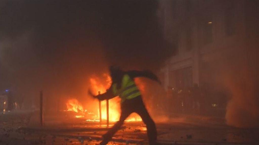 Los disturbios de París se saldan con 412 detenidos y más de 300 heridos