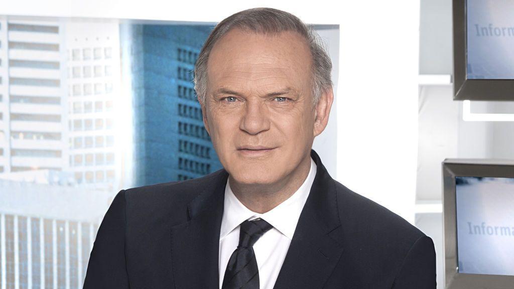 Pedro Piqueras es el presentador de la edición de 'prime time' de 'Informativos Telecinco'.