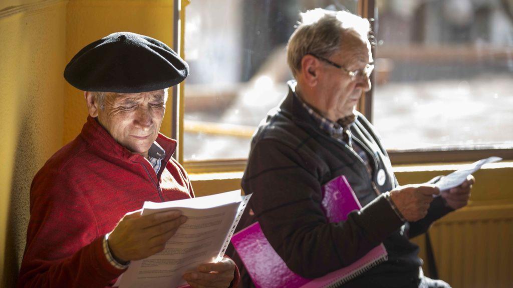 La OCDE recomienda que solo los jubilados puedan cobrar pensiones de viudedad permanentes