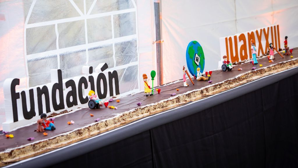 Los chef más capacitados: una tarta de chocolate de 25 metros para saborear la discapacidad
