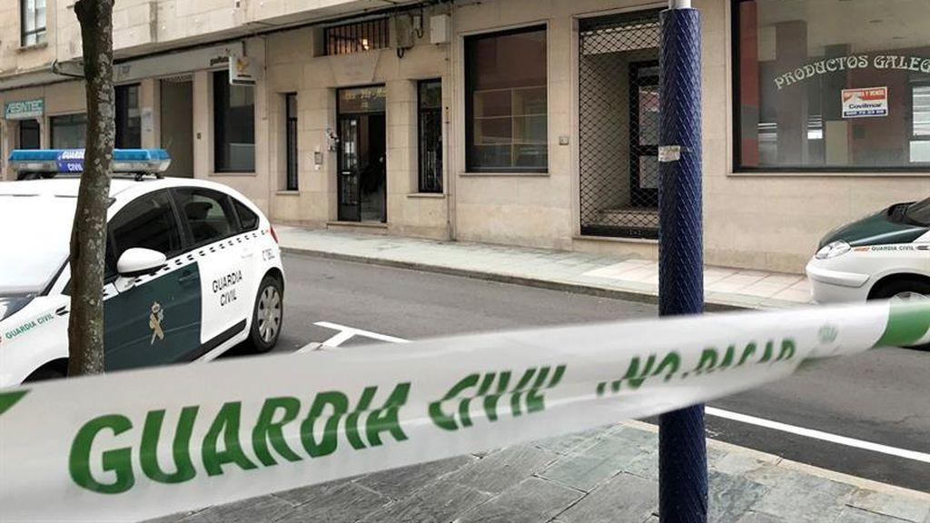 Un hombre dispara a su exparaje y se autolesiona tras atrincherarse en O Grove