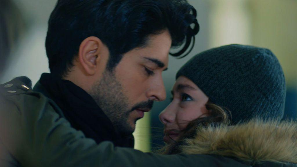 Niham y Kemal, cada día más unidos: su investigación propicia el abrazo más esperado