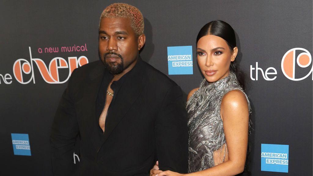 Menos desapercibidos que nunca: el descuido de Kim y la actitud de Kanye, protagonistas en el estreno del musical de Cher