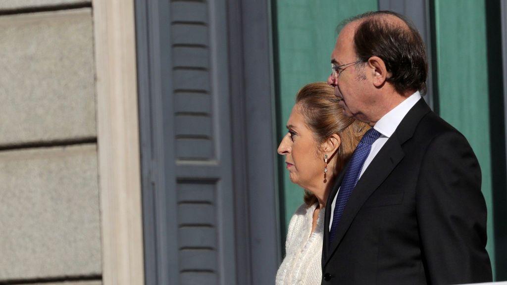 Ana Pastor, presidenta del Congreso, y Pío García Escudero, presidente del Senado, esperan a los invitados