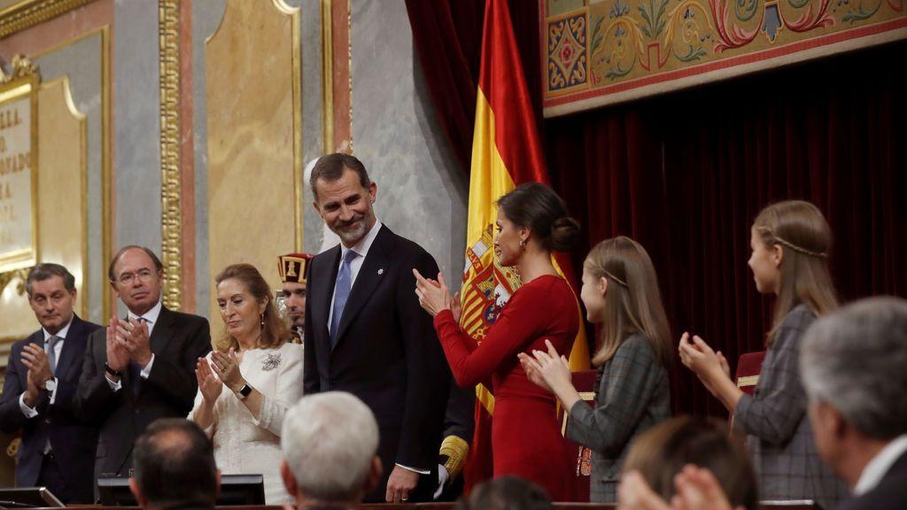 Aplausos tras el discurso de Felipe VI
