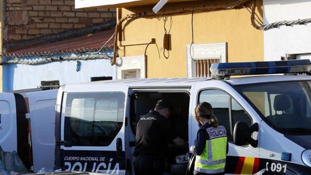 En prisión un hombre por disparar a su pareja y a la policía, en Dos Hermanas (Sevilla)