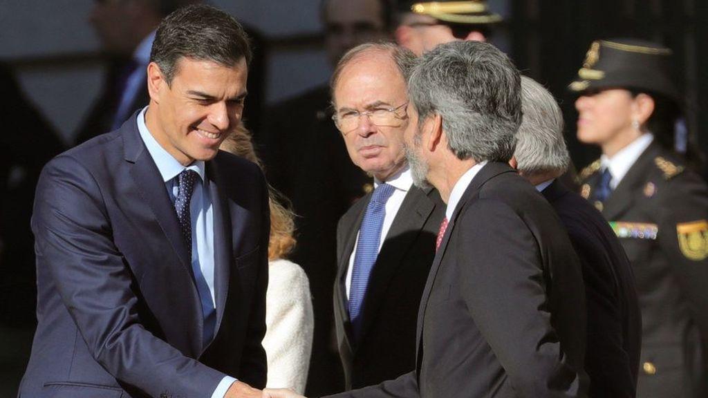 Sonoros abucheos a Sánchez a su llegada al Congreso