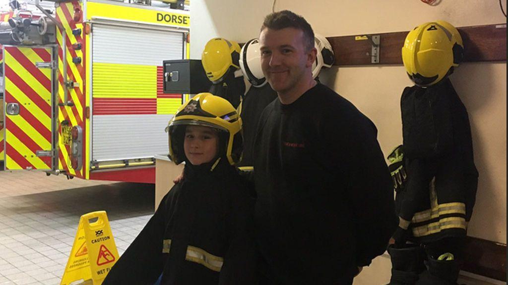 Con 7 años, sobrevive a un terrible accidente y agradece su rescate a los bomberos con un dibujo