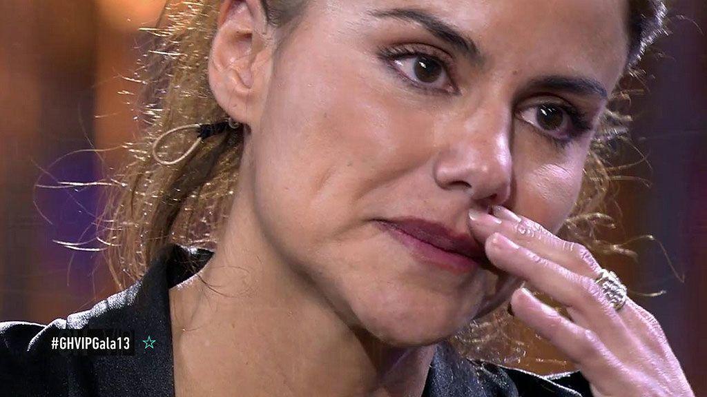 """Mónica, superada por el espectáculo y rota, tras su expulsión: """"Yo defendí a Carlos y él a mí no"""""""