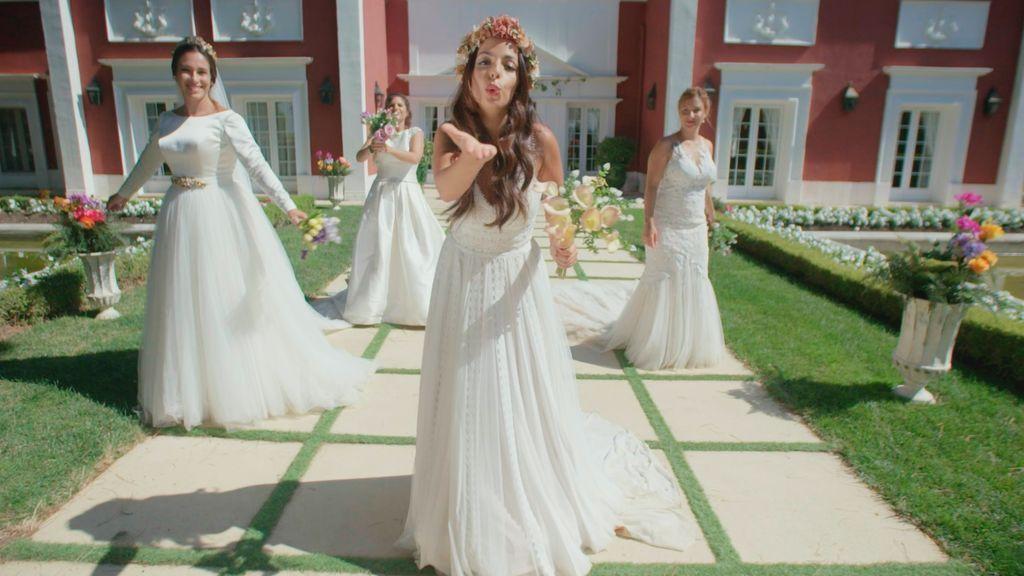 Posado de las novias en 'Cuatro weddings'.