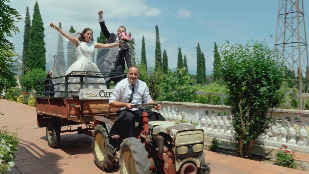 Loli y Sergio son los protagonistas de la boda más ochentera de 'Cuatro weddings'.
