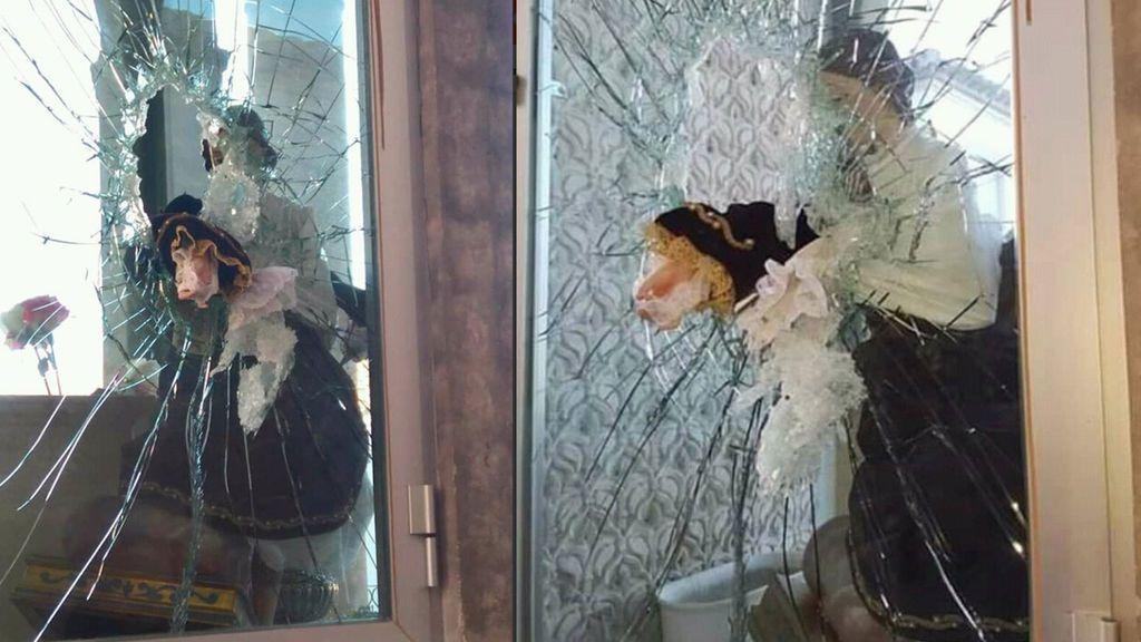 Destrozan la talla de la virgen del Carmen en un intento por robarla en la plaza de la iglesia en Purchena
