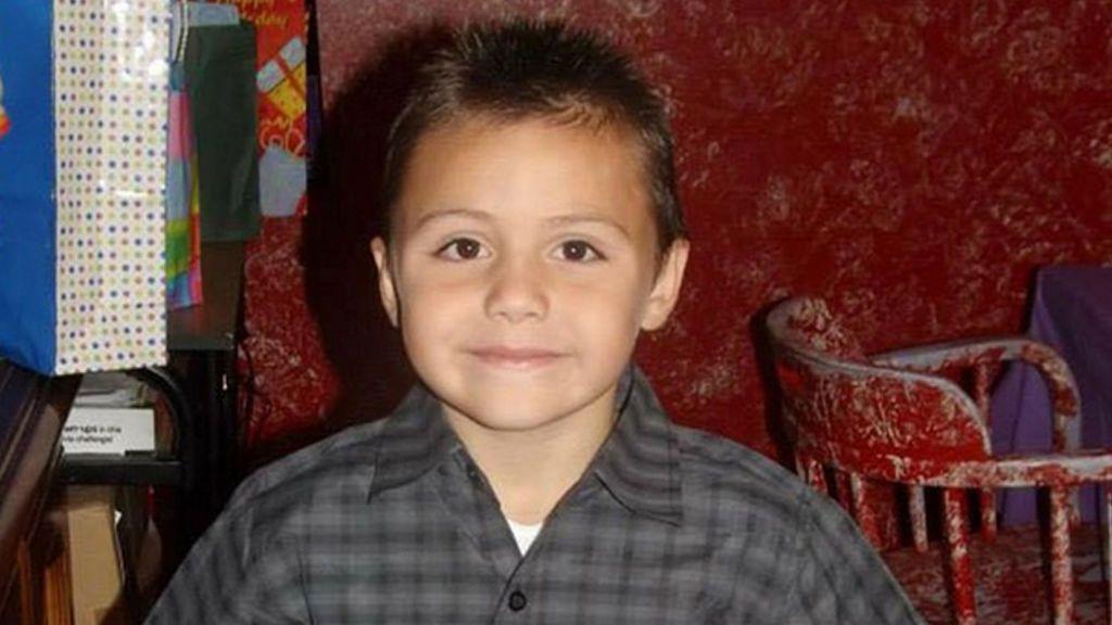 Con 10 años, toda la familia de Anthony le torturó hasta morir