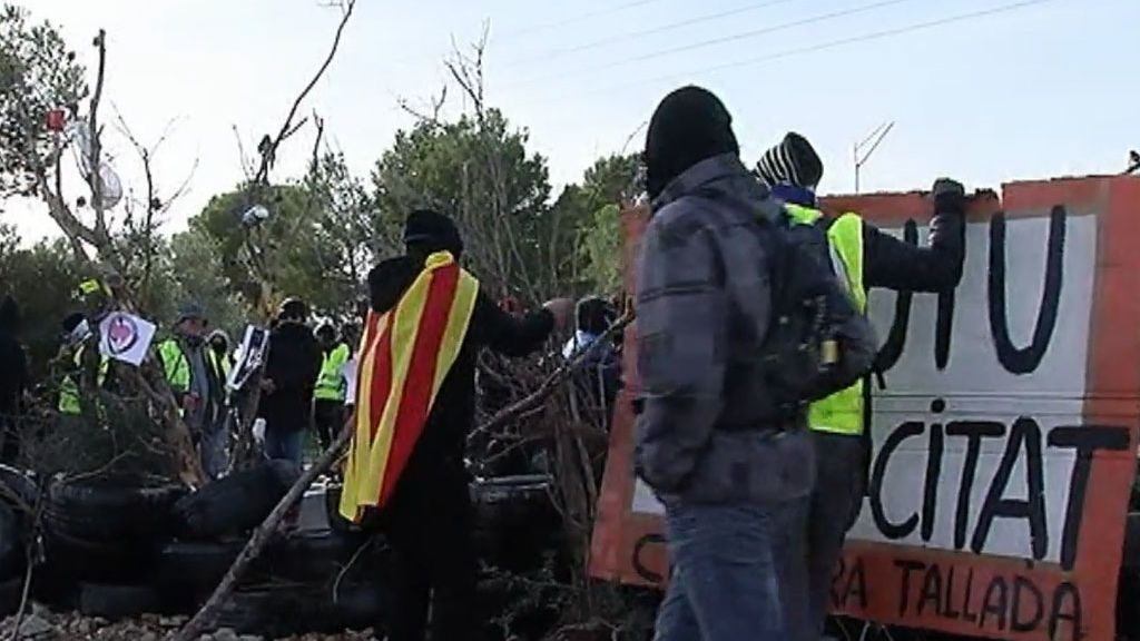 Los CDR cortan la AP-7 a la altura de L'Ampolla en Tarragona