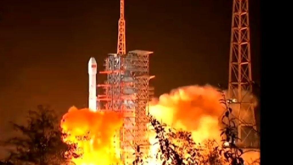 China lanza la sonda Chang'e-4 para explorar la cara oculta de la Luna
