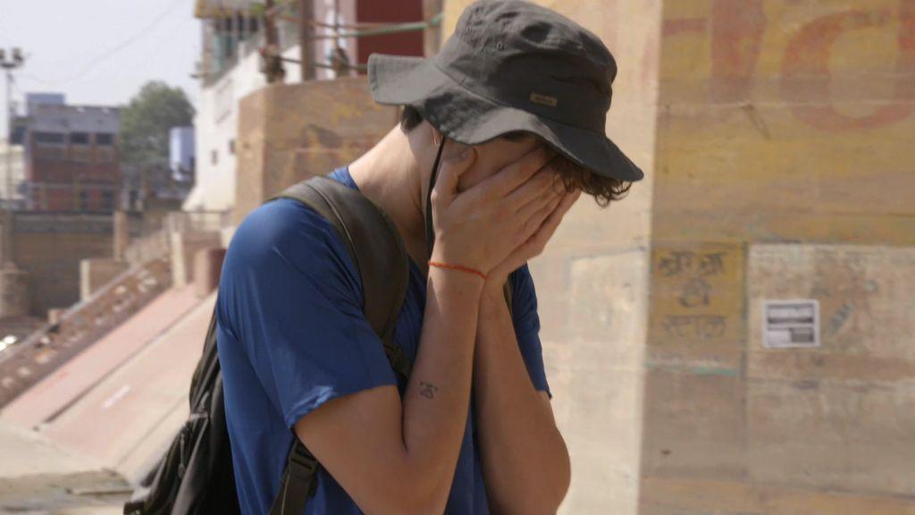 El peor momento de los Javis en la India al presenciar la quema de cadáveres