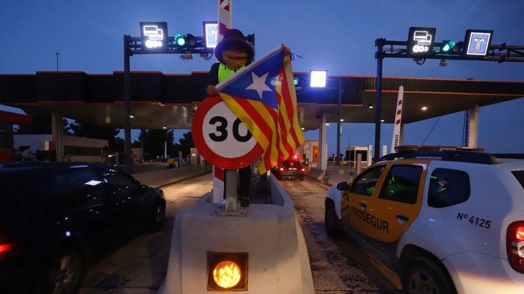 Los CDR levantan las barreras de peaje de varias autopistas de Cataluña