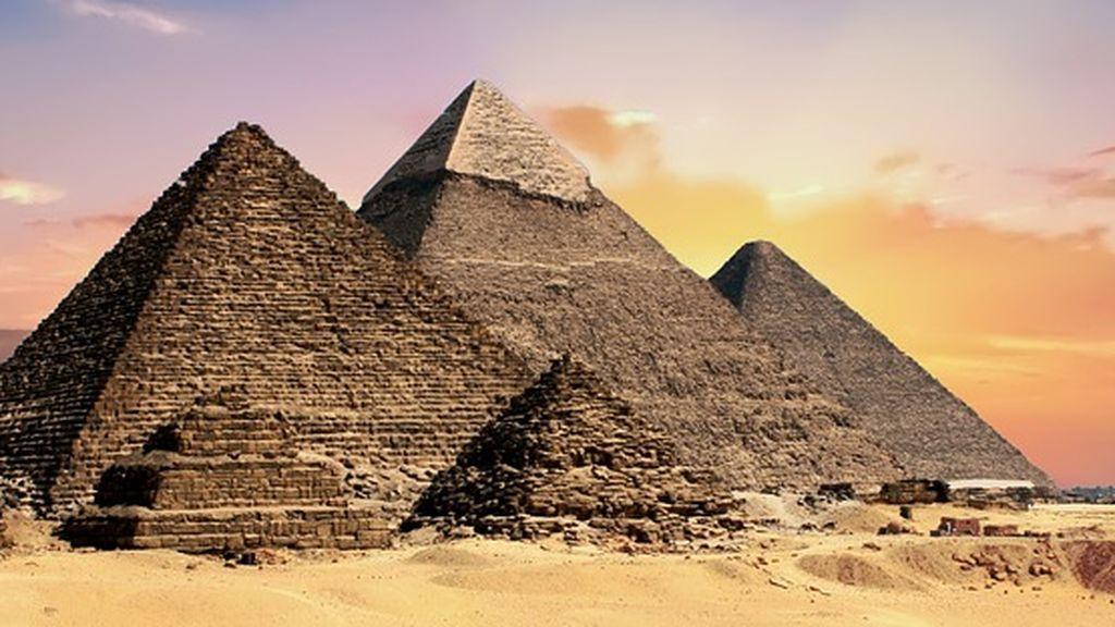 Investigan el vídeo de un fotógrafo en el que practica sexo en las pirámides de Giza