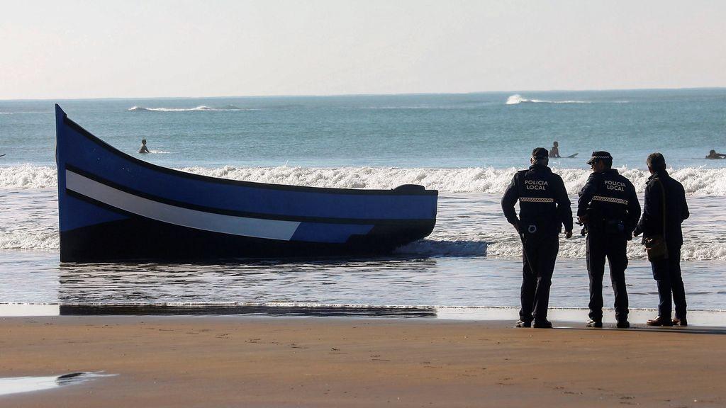 Una patera con 37 ocupantes, 26 mujeres y 11 menores, llega a las Islas Chafarinas