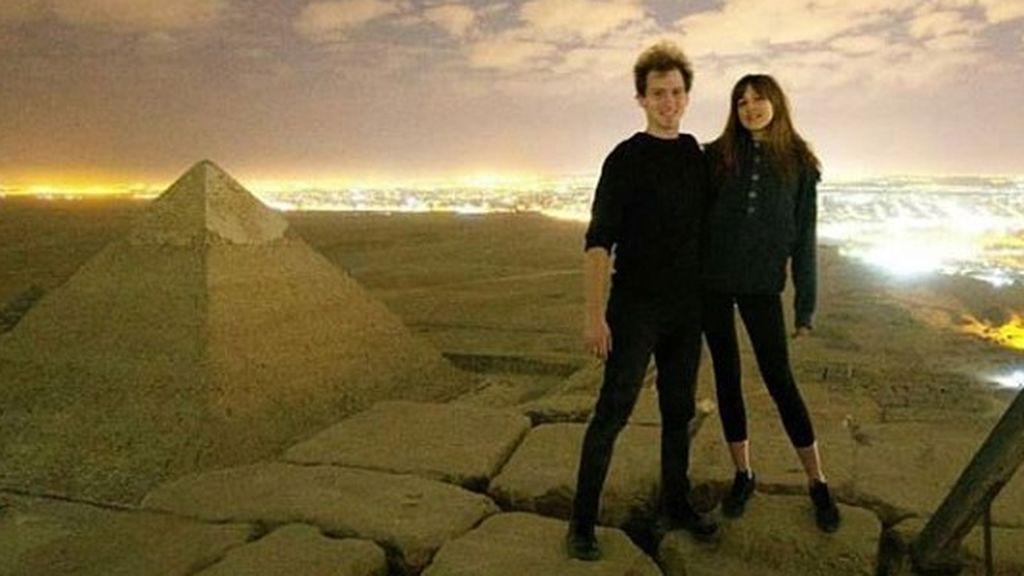Escándalo en Egipto: un fotógrafo danés publica un vídeo teniendo sexo en una de las pirámides de Guiza