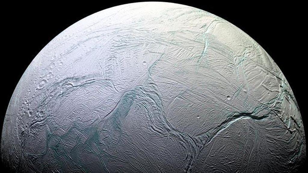 Los misterios de Encélado, la luna de Saturno