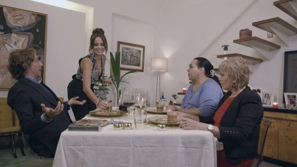 Colate, Gloria Camila, Falete y Bárbara Rey, en la cena de Gloria Camila en 'Ven a cenar conmigo, gourmet edition'.