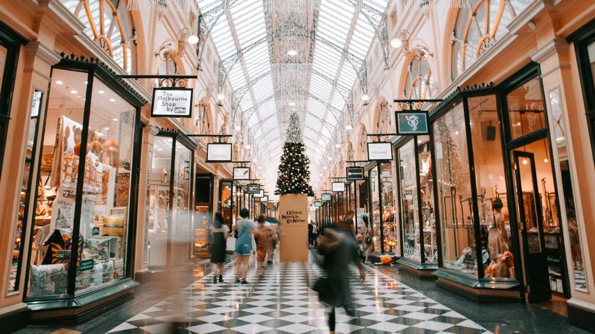 Los españoles gastarán una media de 573 euros en compras navideñas, según Accenture