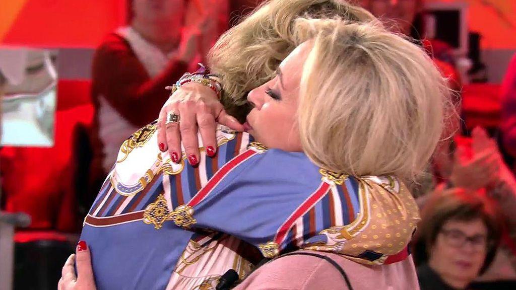 Y por fin llegó el abrazo: Mila y Carmen zanjan su polémica