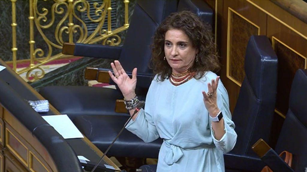 La ministra de Hacienda defiende a Rosa María Mateo ante las críticas del PP