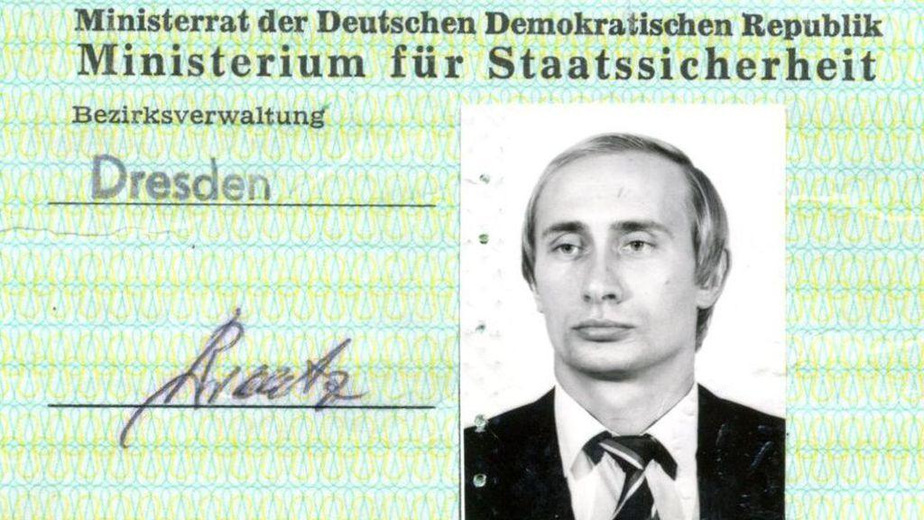 Descubren en carné secreto de espía de Putin