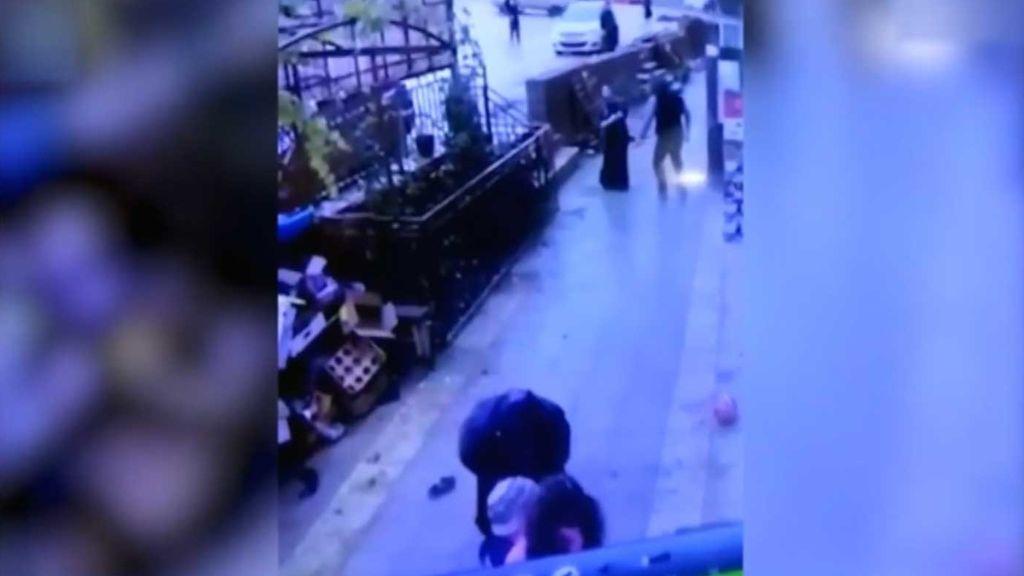 Impactante: una niña cae de un quinto piso y se salva