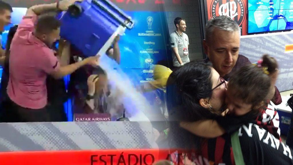 El llanto de ternura de la hija del entrenador al ver cómo empapan a su padre en plena celebración 😍
