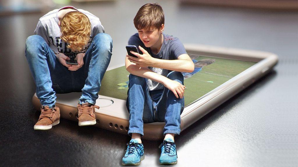 El contrato que la policía aconseja que padres e hijos firmen cuando compran un móvil