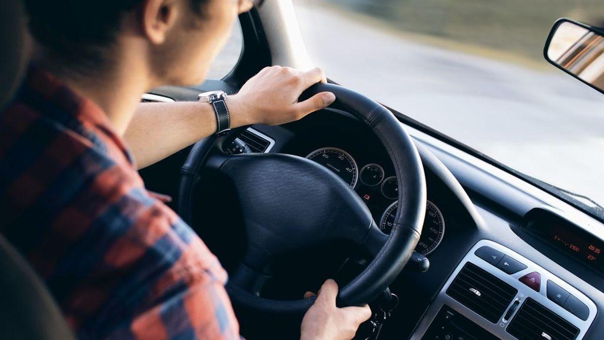 Cómo coger el volante para que no te multen