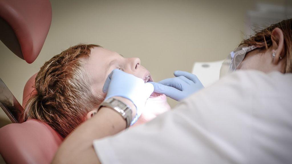 Los madrileños de 7 a 17 años tendrán más servicios gratuitos en el dentista