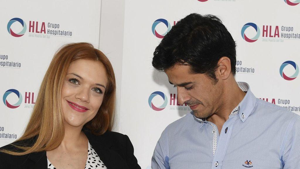 Beatriz Trapote y Víctor Janeiro presentan ante los medios a su hijo Oliver