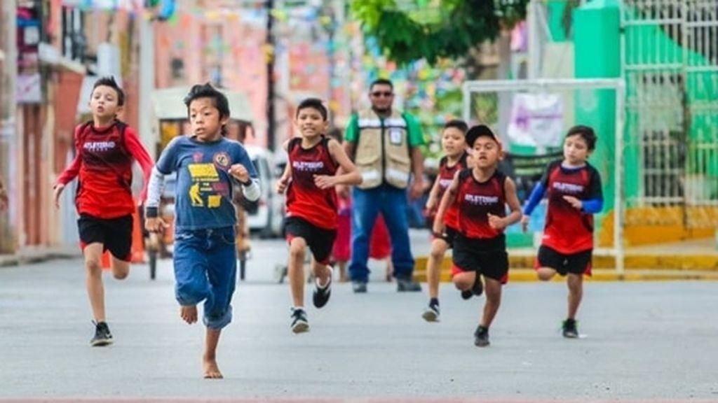 El niño de 6 años que ganó una carrera descalzo no usó sus únicas zapatillas para no estropearlas