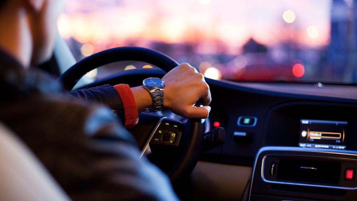 La Policía quita el carnet de conducir a un joven 49 minutos después de aprobar el examen