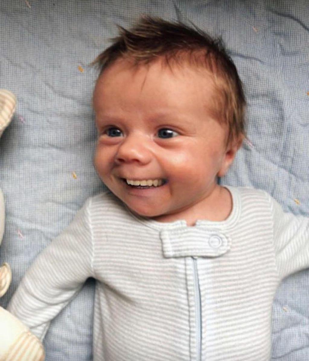 Estos bebés con dientes de adulto arrasan en Internet