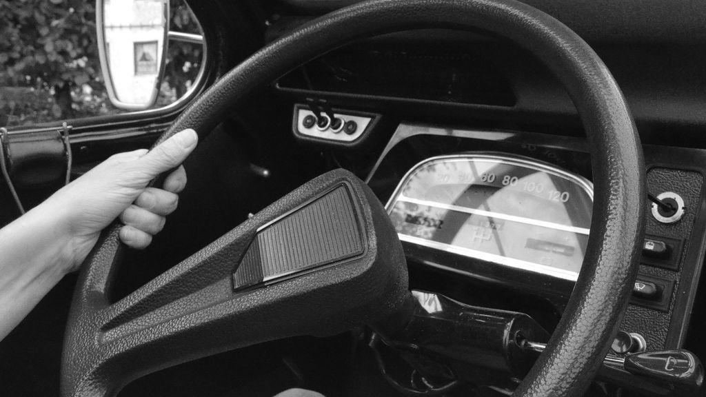Pillada mientras conducía un vehículo sin seguro después de suspender las pruebas de recuperación de puntos