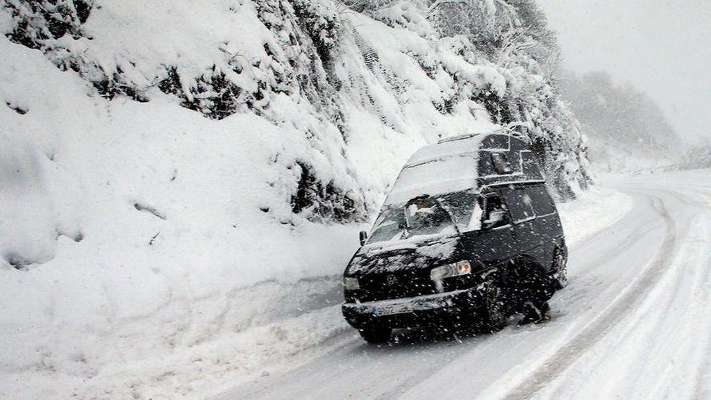 ¿Tienes el parabrisas congelado? Aquí te explicamos como quitar el hielo de tu coche