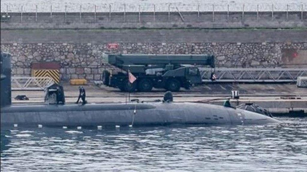 Alerta en Gibraltar por una embarcación española que ha seguido a un submarino nuclear británico