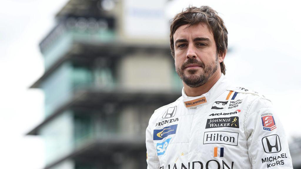 Fernando Alonso permite a sus fans elegir el casco que lucirá en la Indy500: Modelo clásico o alternativo