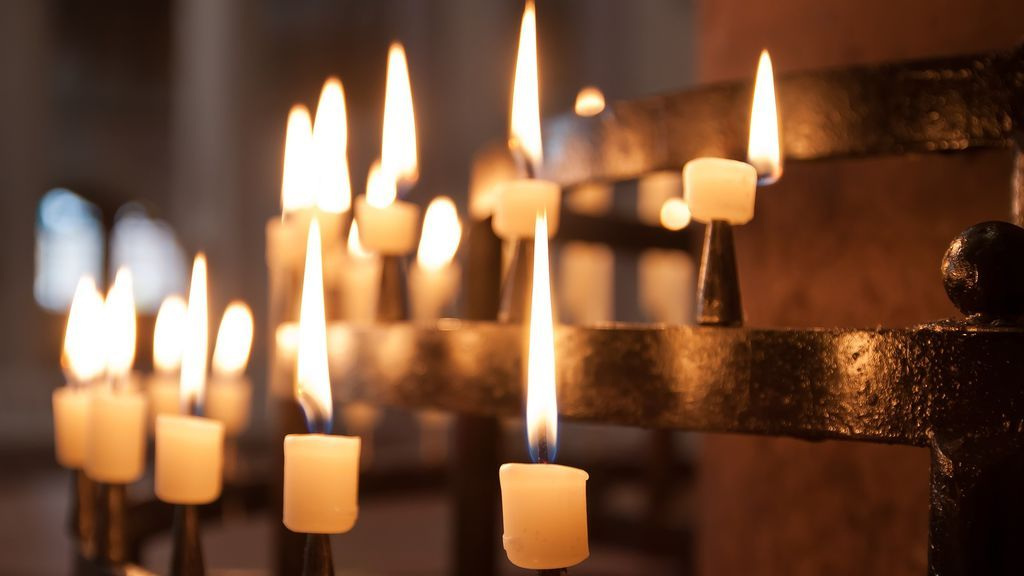 Denuncian a sacerdote que 'arruinó' funeral de joven suicida