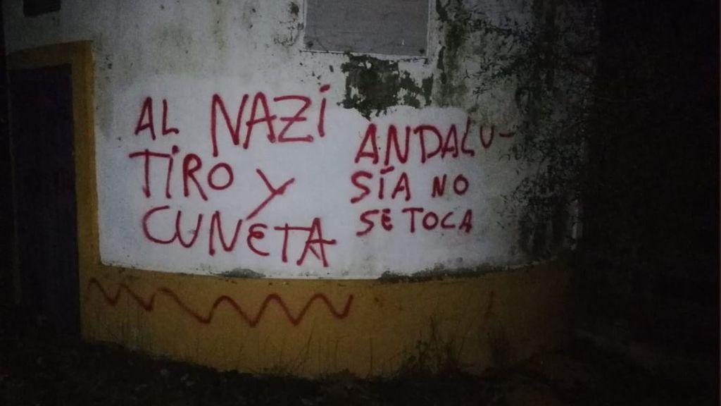 """Pintadas en casa del torero Morante de la Puebla por apoyar a Vox: """"Al nazi tiro y a la cuneta"""""""