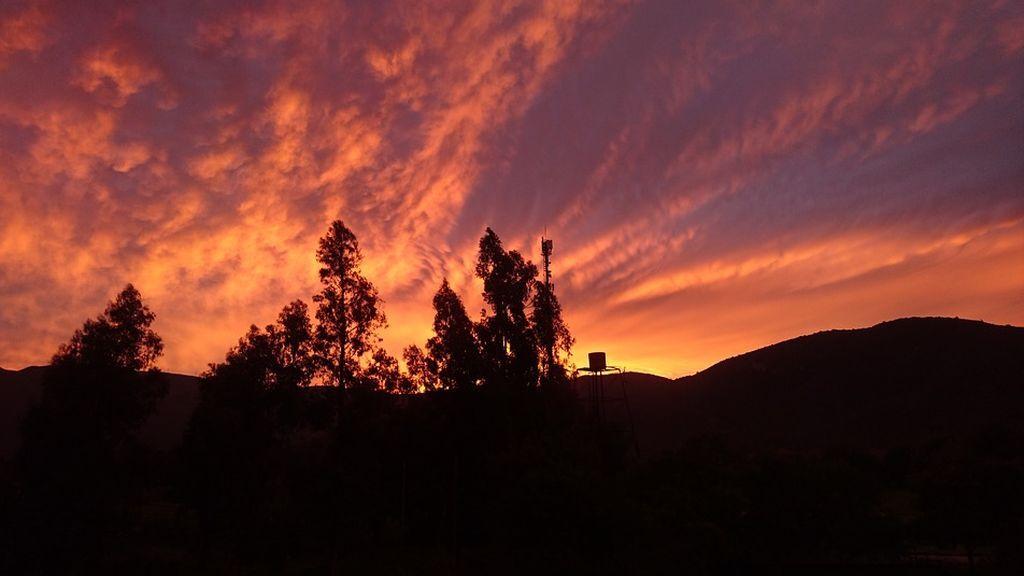 Por qué hemos amanecido con cielos naranjas y rojos