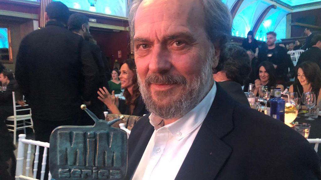 Jose Coronado, con su Premio MiM Series a Mejor Actor de Drama por 'Vivir sin permiso'.
