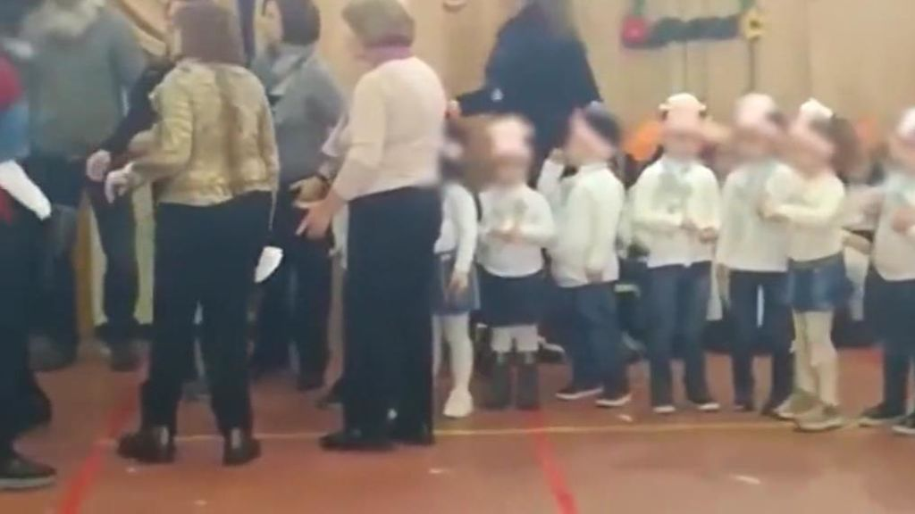 Un festival infantil de Navidad termina en batalla campal entre las madres