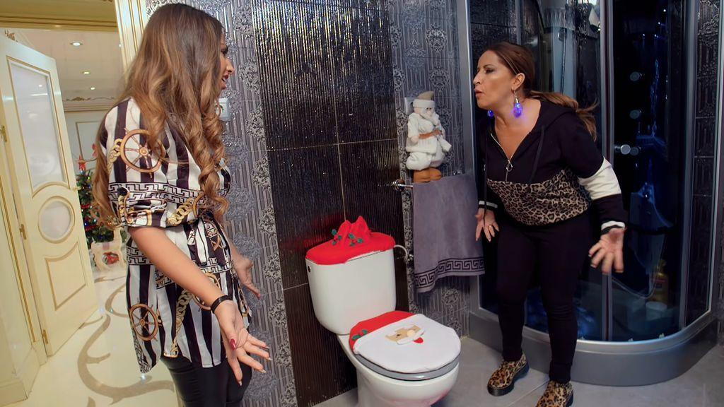 Raquel Salazar nos presenta al Papa-váter y su alerta anti popó